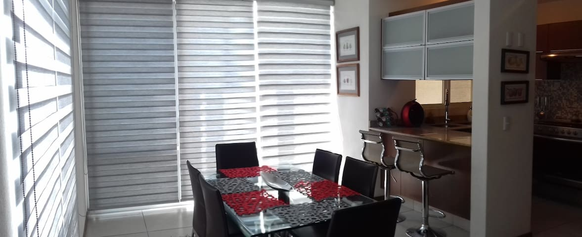 Nueva, moderna, excelente ubicación al SUR - San Pedro Tlaquepaque - Huis