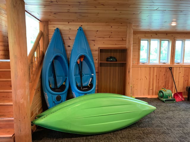 4 kayaks available for use.