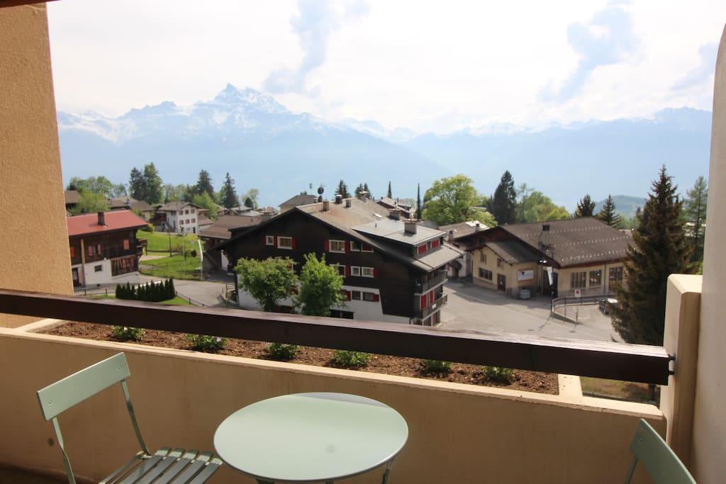 Balcon avec magnifique vue sur montagne SUD