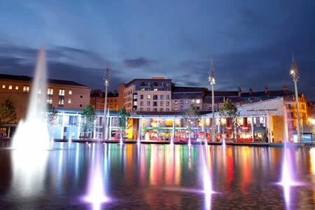 Wonderful Cosy City Flat - Sleeps 6 - Bradford