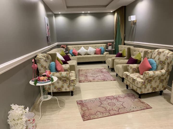 Luxury apartment with terrace حي الياسمين