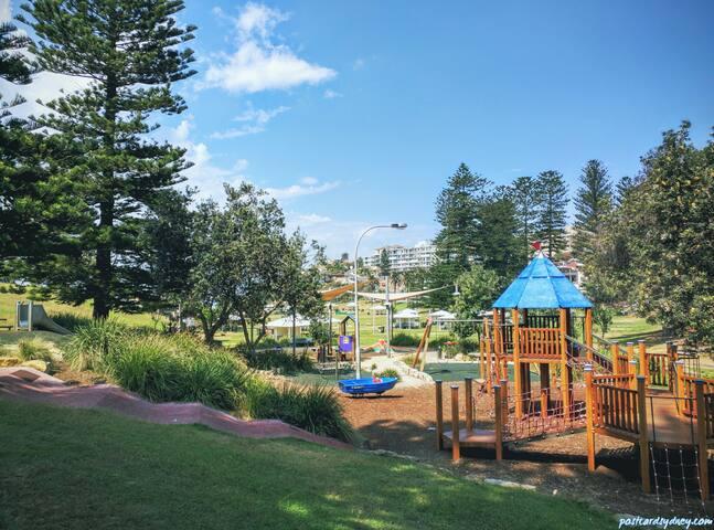 Bronte beach playground, heaven for kids and picnics!