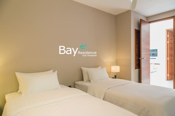 Fourth bedroom with full Garde view, balcony access, twin bed, air conditioning, en suite bathroom
