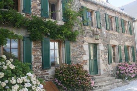 Gastenkamers in hartje Bretagne - Uzel - Bed & Breakfast