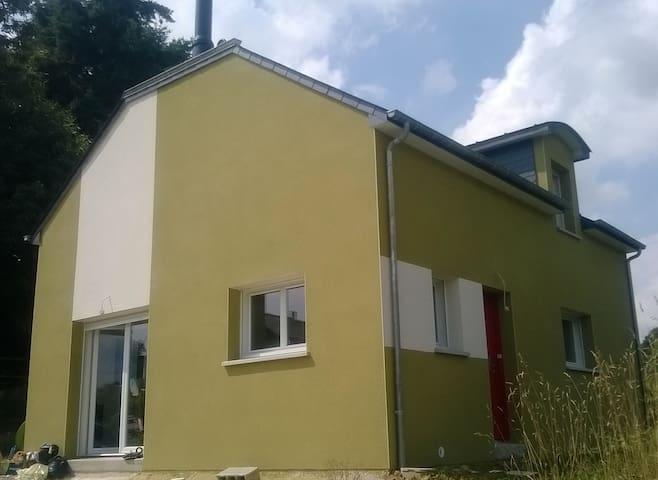 Maison entre bourg et campagne - Saint-Germain-en-Coglès - House