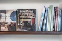 Nell'appartamente troverete una vasta scelta di libri riguardanti il mondo dell'arte e del design internazionale.