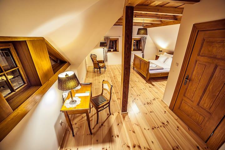 Dom Zegarmistrza. Superior room 7. Bed&restaurant.
