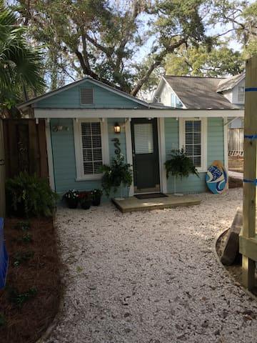 The Little House on Oak