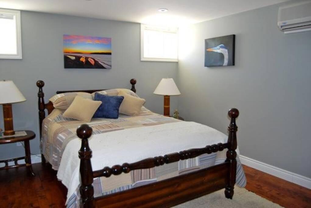 Serenity Room - Queen Bed