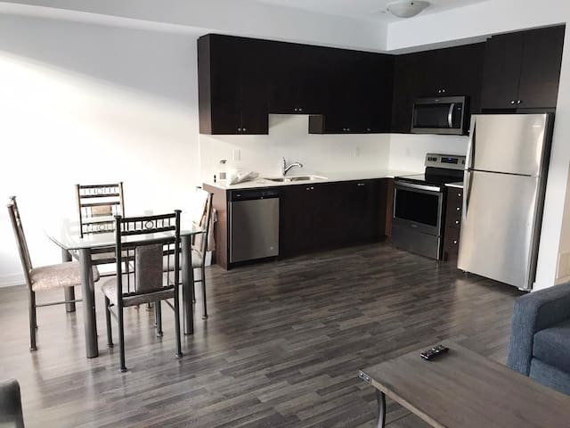 2 Bedrooms 2 Bathrooms Steeles Ave & Martin Grove