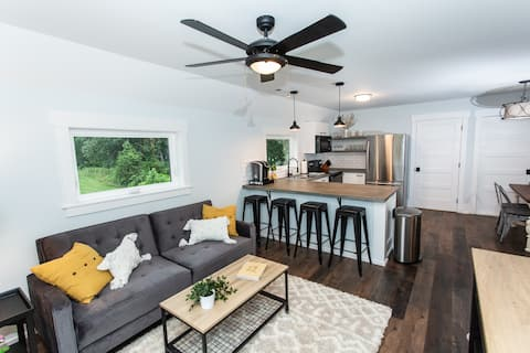 New Designer Apt in Charming Fort Mill w/ Netflix