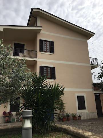 affittasi villetta indipendente a Frascati (Roma)