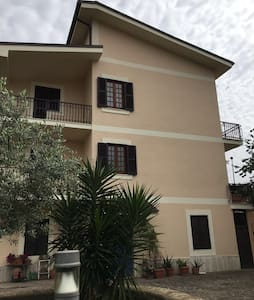 affittasi villetta indipendente a Frascati (Roma) - Frascati - Villa