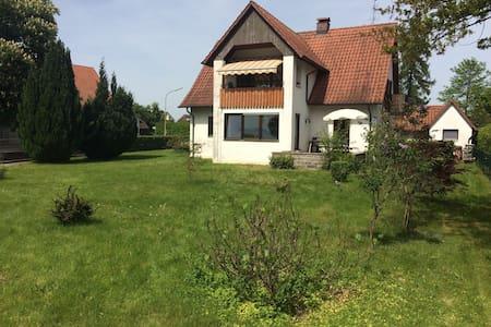Häusle am See: FeWo OG (2 Pers) www häusleamsee de - Apartamento