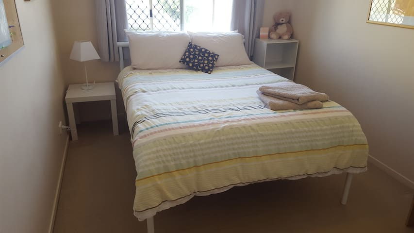 Light and bright room with double bed