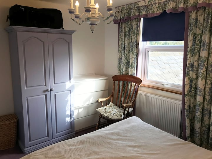 Queen Size Bed, Garden View, near Stansted