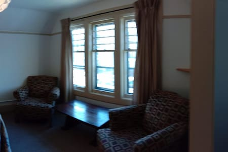 Large room 5min walk to State and medical campus
