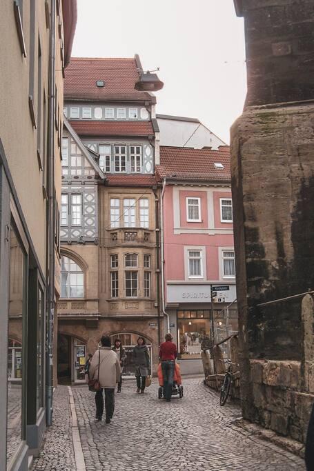Seitenstraße an der St Michaels Kirche