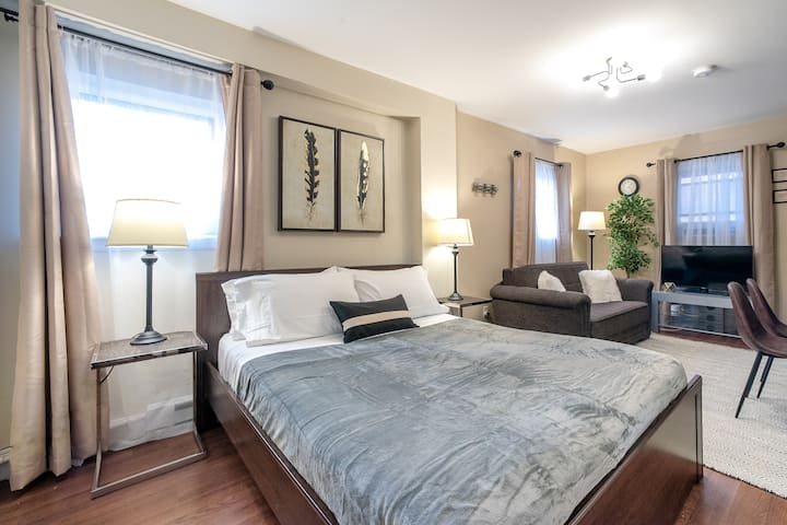 Beautiful STUDIO - Sleeps 4 - TRAIN to NYC 15 MIN