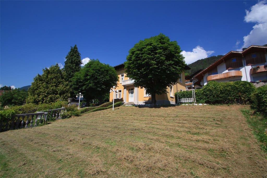 Villa Emilia in lontananza