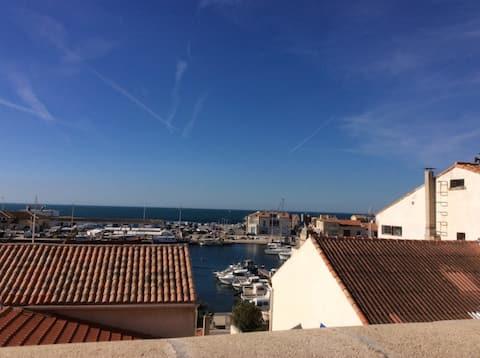 Maison à Carro avec une superbe vue sur le port.