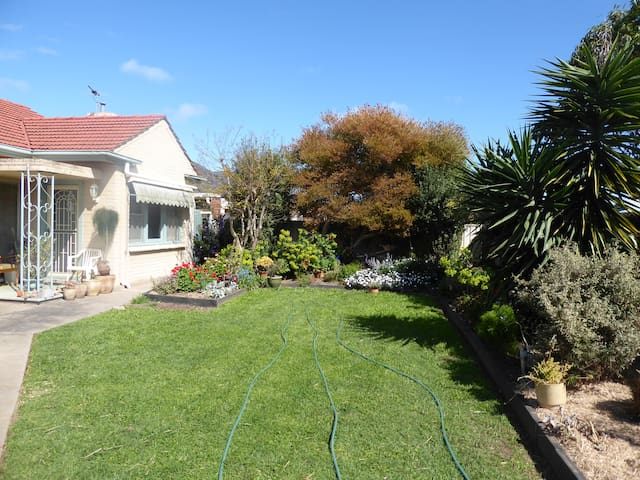 House, private room, double bed. - Glengowrie - House