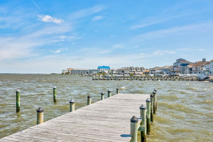 Bayfront Condo - 4 Blocks to beach - Gorgeous View