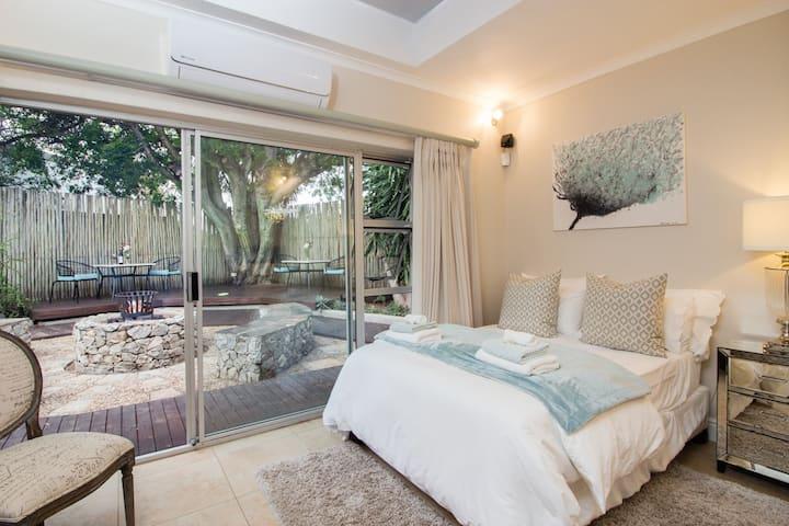 Island Way Villa - Large Family Room