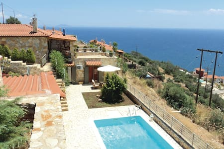 Semi-Detached with 4 bedrooms on 150m² in Xyropigado