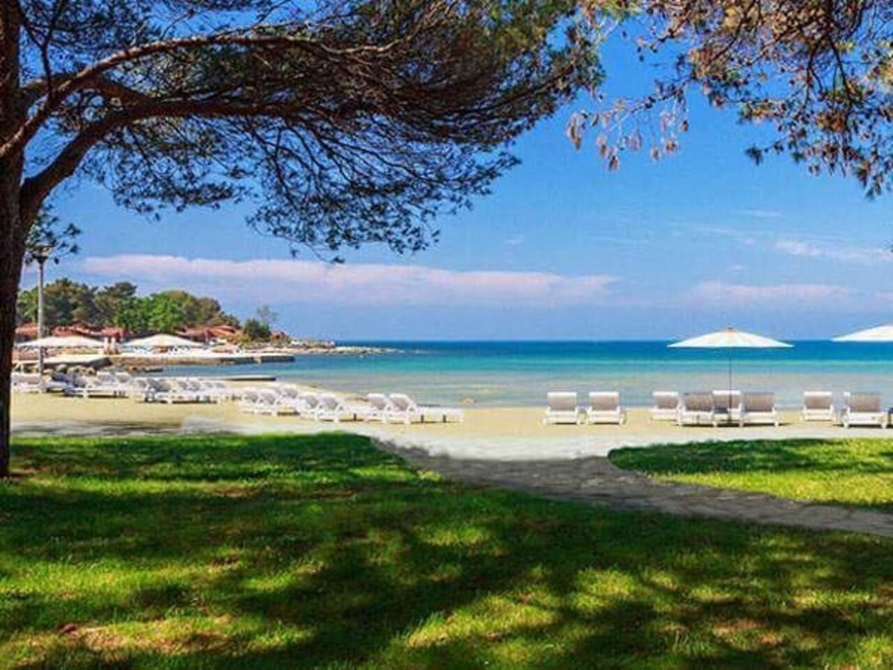Stella Maris beach 1 km