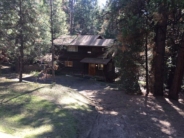 """""""A Peaceful Cozy Cabin by the Lake"""" - Oakhurst - Cabin"""