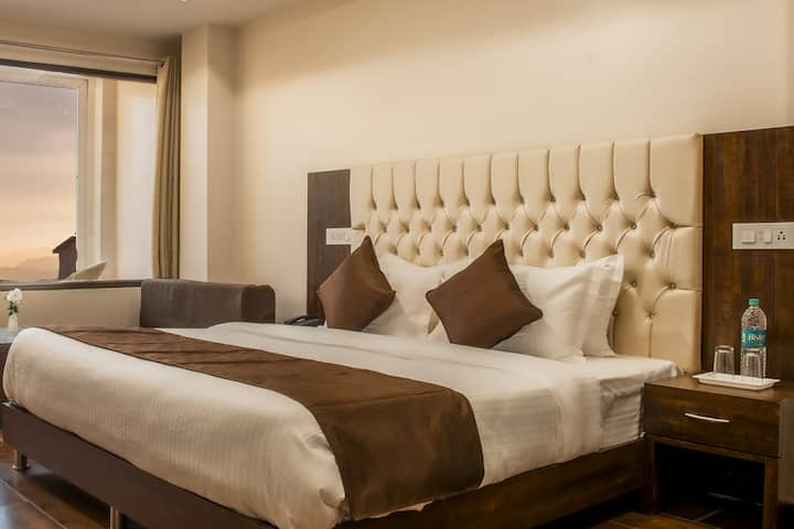 Luxurious Adjoining Twin Bed Rooms for 2 Families