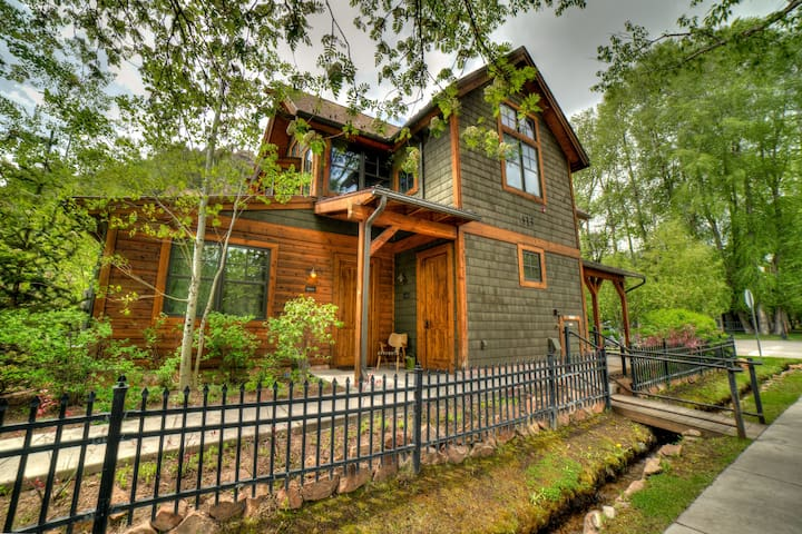 Platinum Aspen Core Luxury Home (King & Queen)