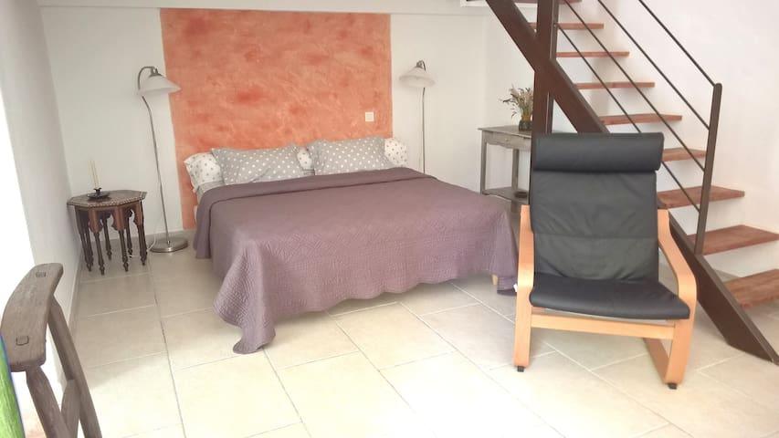 L'insouciante-Chambre,kitchenette,piscine-Luberon - Mérindol