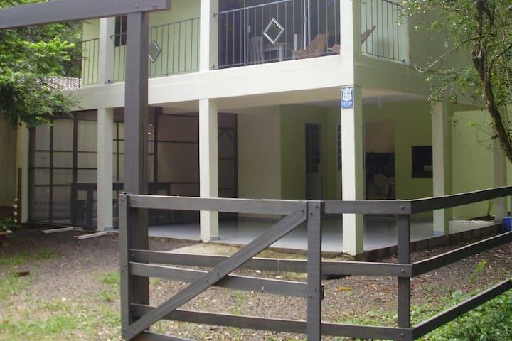 Casa no Jacuí-Monte Alegre