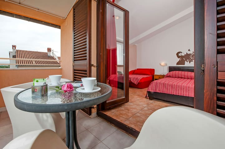 Triple Room with Balcony2 in Vila Dolores
