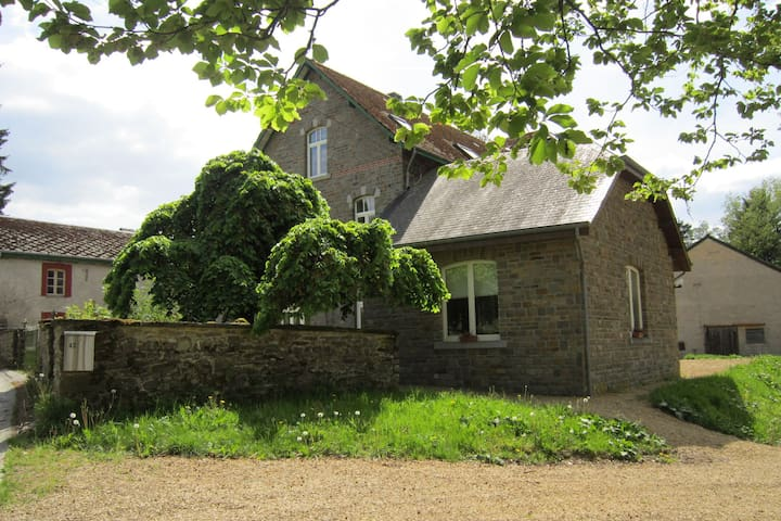 Large cozy cottage with home cinema, situated in a quiet location