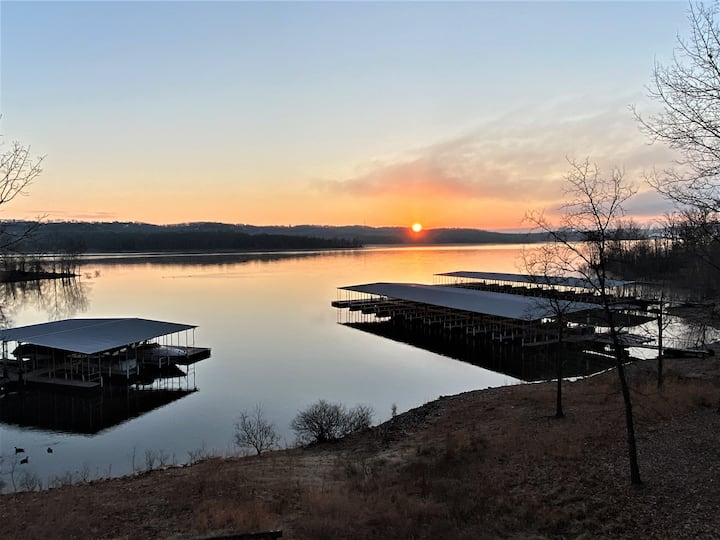 LaKe LiFe Luxury Waterfront w/ ALL the AMENITIES!