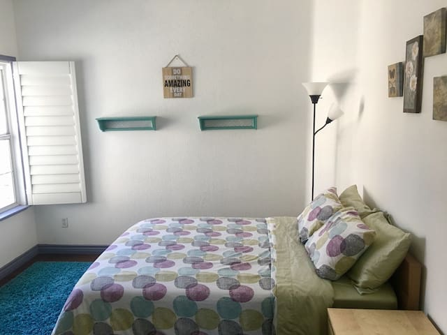 Private bedroom in Rancho Cucamonga - Rancho Cucamonga - Casa