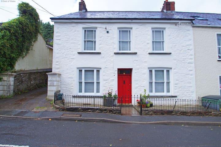 Bwthyn y Bardd - Llansteffan - Casa
