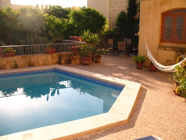Ta Tina private house and pool with open sea views - Qala - Huis