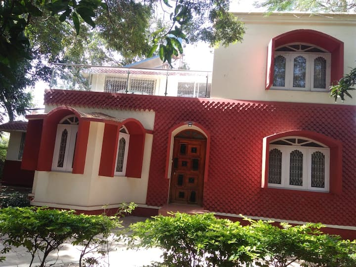 Beautiful 4 BHK  Farmhouse Villa for staycation