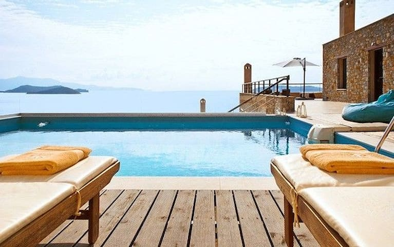 R833 Luxury Villa with •Garden View •Pool View •Sea view
