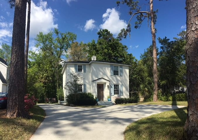 Cute and Convenient San Marco Home - Heart of Jax