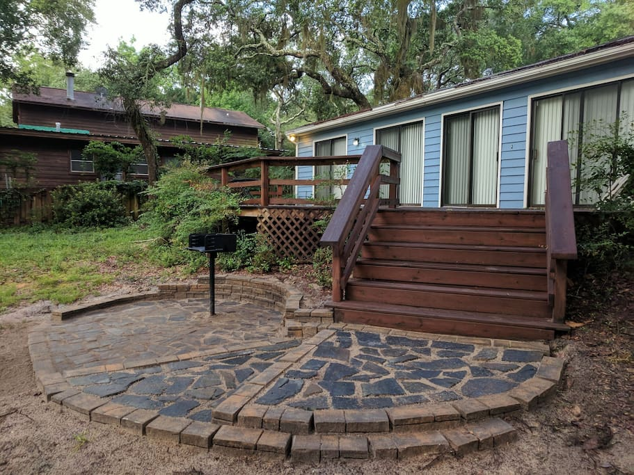 New flagstone patio with grill!!