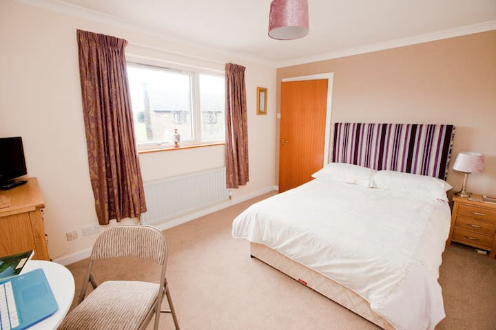 Isabel's ensuite double room - Penrith