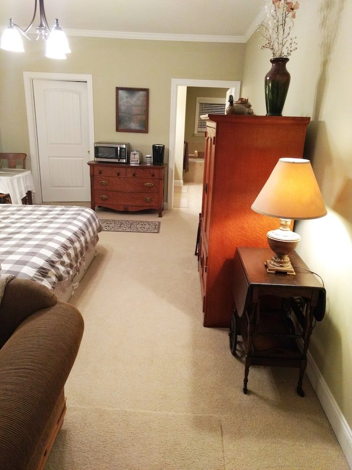 Private Entrance, Spacious Master Bedroom Suite