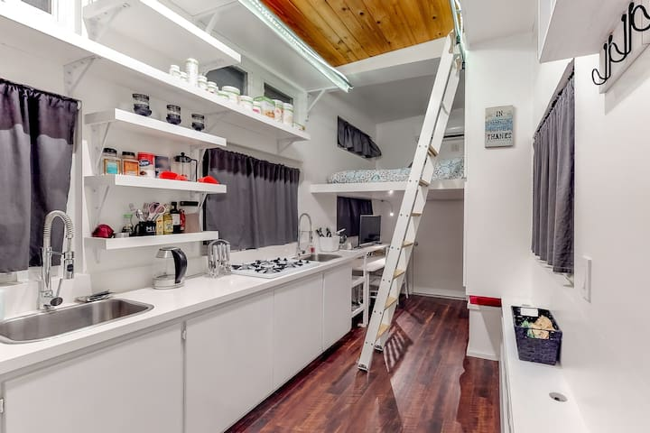 Cozy mobile home w/full kitchen & near the Circuit of the Americas