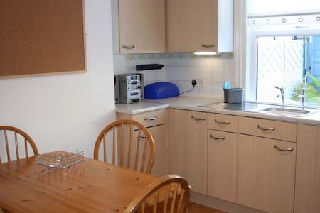 Two/three bedroom town centre terrace. - Eastbourne