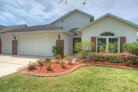 Private, comfy room located near Tampa - Riverview - Hus